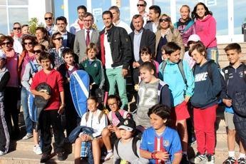 Guillermo García-López visita el Club Social los Llanos y apoya el torneo a beneficio de AFANION