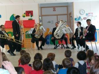 La Banda Sinfónica Municipal de Albacete actuó en siete colegios a la vez