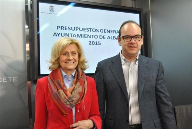 El PP 'presume' de bajar  impuestos y  congelar las tasas en el presupuesto municipal de Albacete 2015