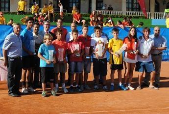 Guillermo García-López asiste en el Club de Tenis Albacete a la entrega de trofeos del torneo que lleva su nombre