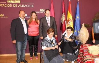 Yeste presenta su oferta turística y su Feria de Tradiciones en el stand ferial de la Diputación de Albacete