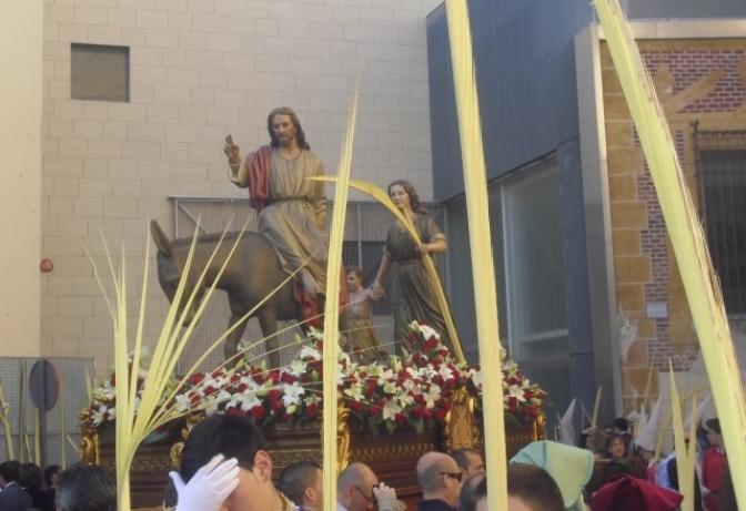 Miles de hellineros y visitantes presenciaron el 'Paso de la Burrica'