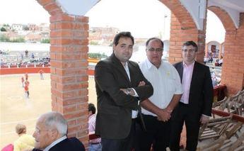 El presidente de la Diputación asiste a los festejos taurinos de las fiestas patronales de Munera