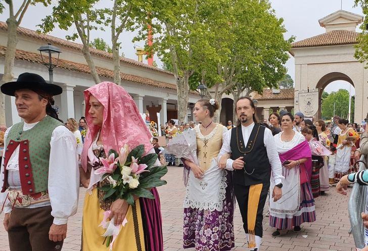 Más de 15.000 personas participan en la ofrenda de flores de la Feria de Albacete