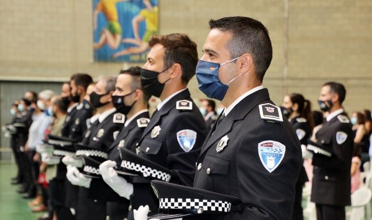 Emotivo acto para los recién estrenados policías locales de Albacete y los nuevos oficiales