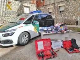 Detenido un joven de 19 años e investigados dos menores por el robo en una urbanización en Albalate de Zorita
