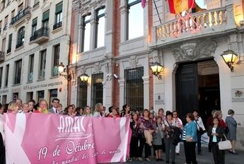 Amac celebró su marcha contra el cáncer de mama por las calles de Albacete