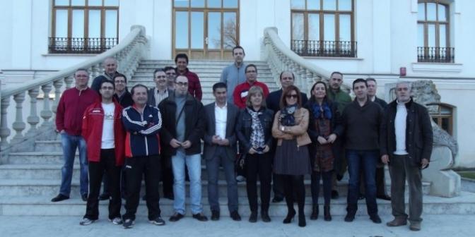 El PSOE muestra su apoyo a los trabajadores encerrados del parque móvil de la Junta