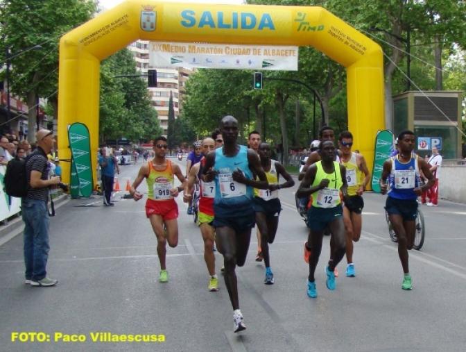 El keniano Titus Mbishei y Elena María Espeso vencieron en el XIX Medio Maratón de Albacete