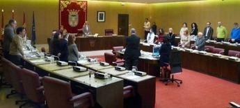 El pleno del Ayuntamiento de Albacete homenajea a los militares fallecidos en Los Llanos con un minuto de silencio