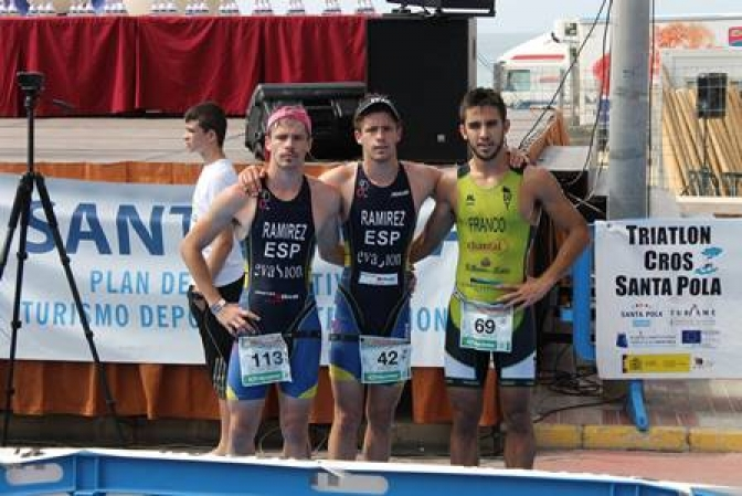 Los triatletas rodenses Víctor y Jesús Ramírez Vinuesa, campeones del triatlón Santa Pola 2014