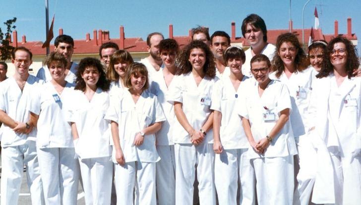 Profesionales del Hospital de Hellín tras su inauguración en 1990