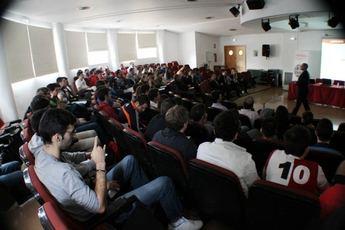 Estudiantes de la UCLM participan en un taller formativo sobre tecnología termosolar impartido por Abengoa
