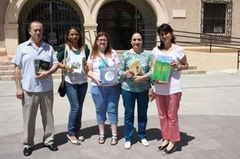 Diputación dona 200 libros para el mercadillo solidario de Afanion de La Roda