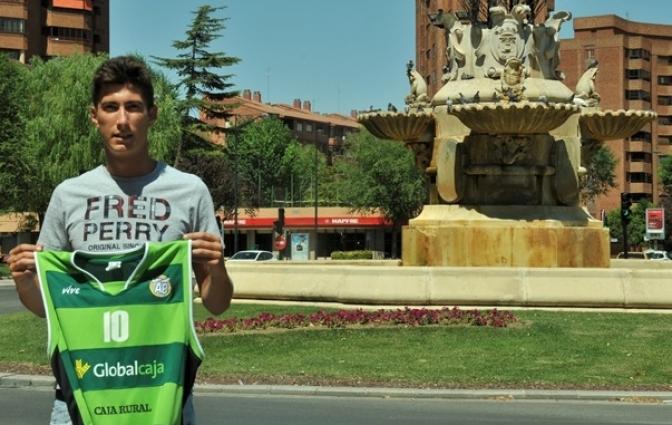El alero local Juan Carlos Vilches renueva con el Albacete Basket