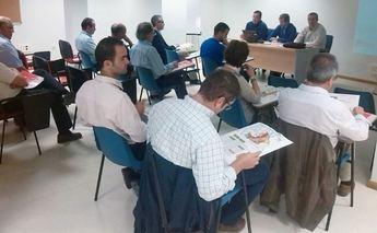 Una quincena de empresarios asistieron en La Roda a la charla informativa de SEPES sobre la bajada de precios en suelo industrial