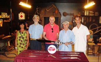 El Museo de la Cuchillería de Albacete recibe ocho piezas artesanas de la familia Gómez