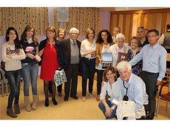 Manuel Almendros celebra con los residentes de San Vicente de Paúl su 100 cumpleaños
