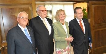 Bayod preside el acto de celebración del Día Internacional de las Personas Mayores en el Auditorio Municipal