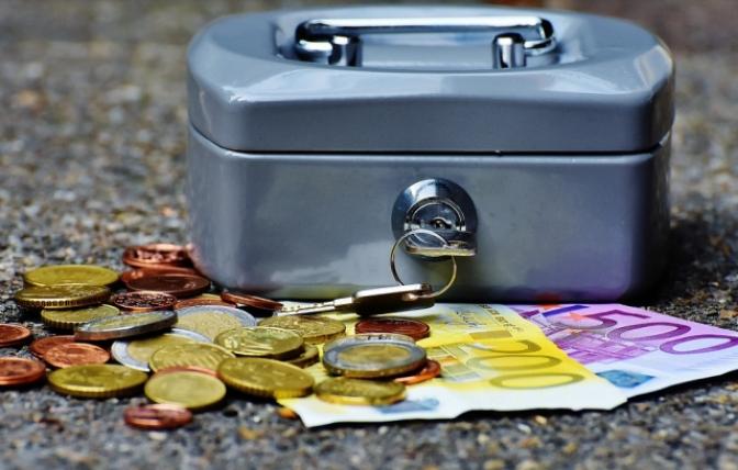 Ahorrar, ganar dinero y acceder a trámites a través de la red
