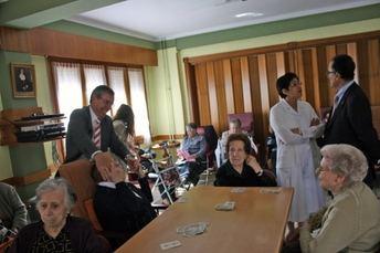 Visita institucional a la Residencia 'Virgen de los Remedios' y Cáritas de La Roda