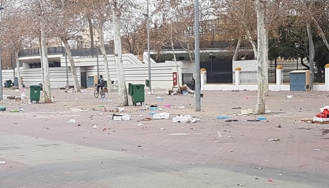 """Pedro Soriano denuncia que el paseo de la Feria queda como un """"basurero"""" por 'Los invasores'"""