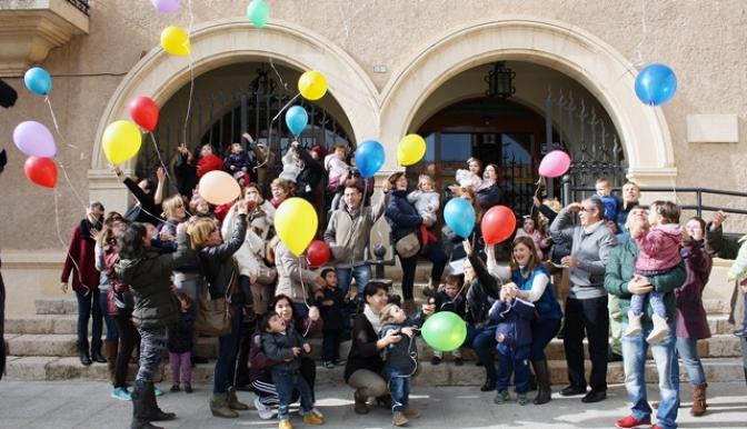 Manifiesto y suelta de globos en el Día Internacional de los Derechos del Niño en La Roda