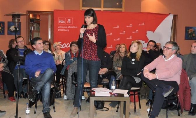 El PSOE celebra en Hellín una intensa asamblea abierta con la secretaria federal María González Veracruz