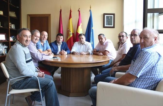 Los taxistas de Albacete exponen al alcalde los problemas que tienen para ejercer su profesión