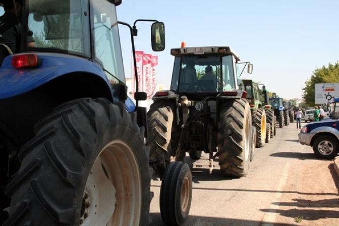 Más de 200 agricultores protestaron en Villarrobledo por el precio de la uva
