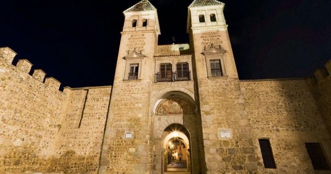 38.000 turistas han pasado este año por la Oficina de Turismo, Puerta de Bisagra