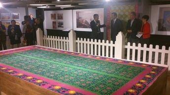 Inauguración de la exposición de las alfombras de serrín de Elche de la Sierra con motivo de su 50 aniversario