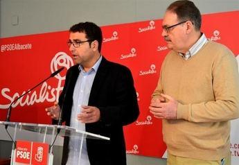 Belinchón (PSOE) se compromete a modificar el pliego de condiciones de la plaza de toros