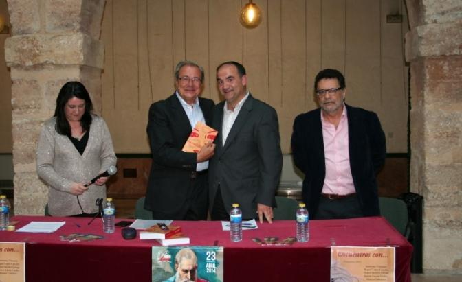 Donación de un importante fondo bibliográfico en Villarrobledo y presentación de la novela de Justino Martínez