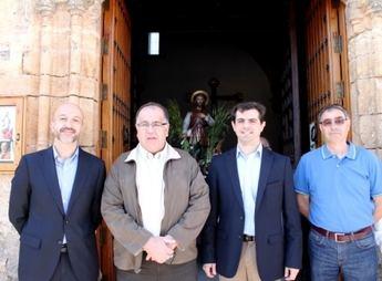 Visita institucional del delegado de la Junta a la romería de Munera