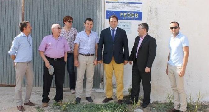 Visita del presidente de la Diputación a las obras de mejora realizadas en el depósito de agua potable de Casa de Ves, con inversión del FEDER