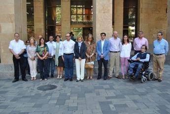 Los ayuntamientos de Albacete y provincia guardaron un minuto de silencio en memoria de la presidenta de la Diputación de León