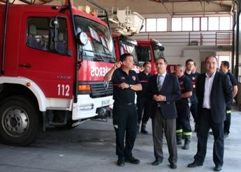 Visita del subdelegado del Gobierno y del alcalde de Villarrobledo al Parque de Bomberos