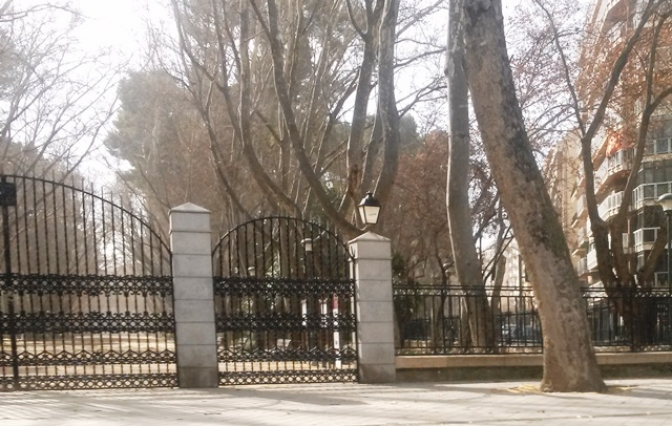 Los parques de Albacete están cerrados por el peligro del fuerte viento
