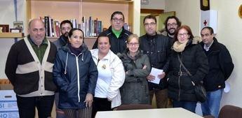 Los vecinos del barrio Hermanos Falcó exponen sus problemas al candidato socialista a la alcaldía de Albacete Modesto Belinchón
