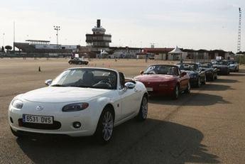 El Mazda MX-5 celebra sus bodas de plata en el Circuito de Albacete