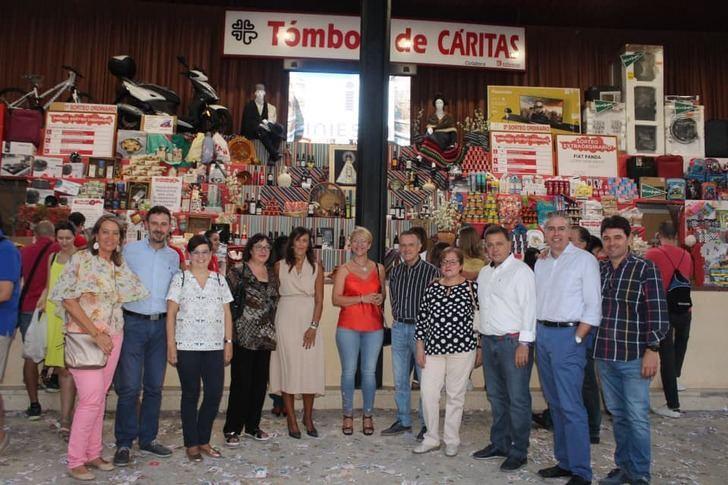 Manuel Serrano visita la Tómbola de Cáritas y destaca el trabajo de Cáritas Diocesana