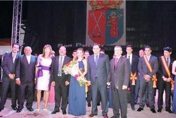 El presidente de la Diputación, Francisco Núñez, asiste a la coronación de la reina de las fiestas de San Pedro