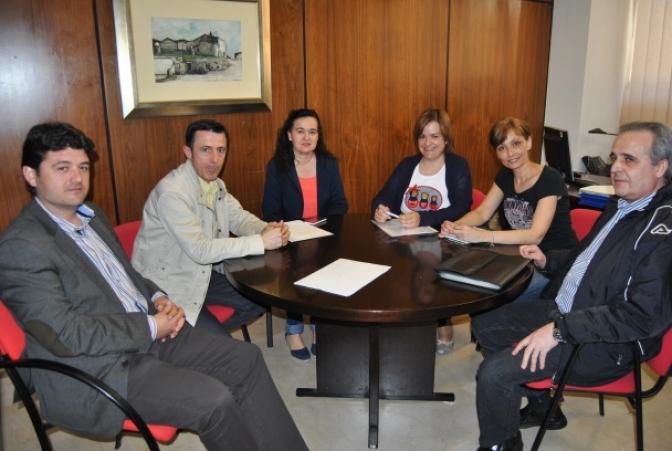 Francisco y Eva Navarro mantienen una reunión con la asociación siempre activos