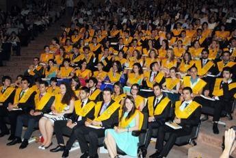 La UCLM gradúa a una nueva promoción de médicos en la Facultad de Albacete