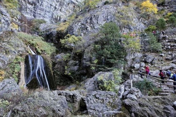 Las rutas senderistas de la Diputación de Albacete tuvieron parada en los Calares del Mundo y la Sima, en Riópar