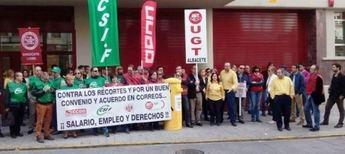 Masivo seguimiento en la primera de las tres huelgas generales en Correos en Albacete