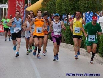 2.400 atletas llegaron a meta en la Media Maratón de Almansa que se apuntaron Jaouad Oumellal y María Ángeles Magán