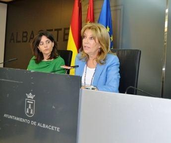 El PSOE presenta dos mociones para que el Gobierno regional recupere las becas para comedores y para rechazar la política migratoria