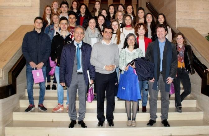 Alumnas de un colegio alemán, de intercambio con Compañía de María de Albacete, recibidas en el Ayuntamiento